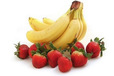 bananas and strawberries - Food Color and Your Appetite