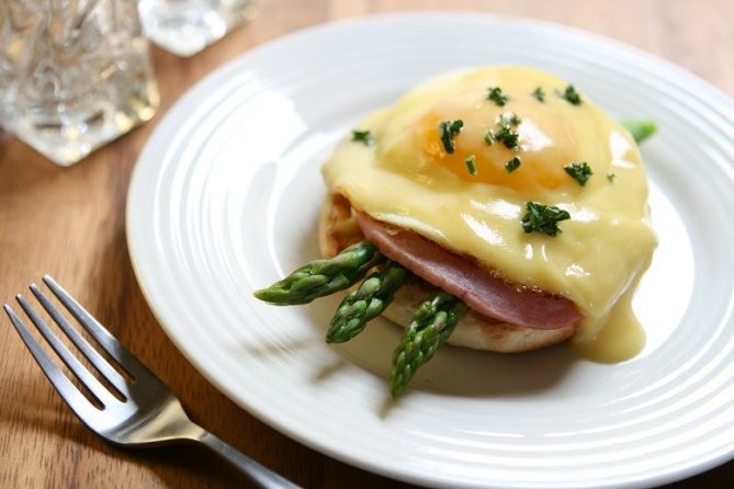 Bacon Eggs and Asparagus Benedict