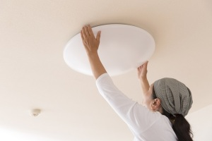 cleaning light fixture