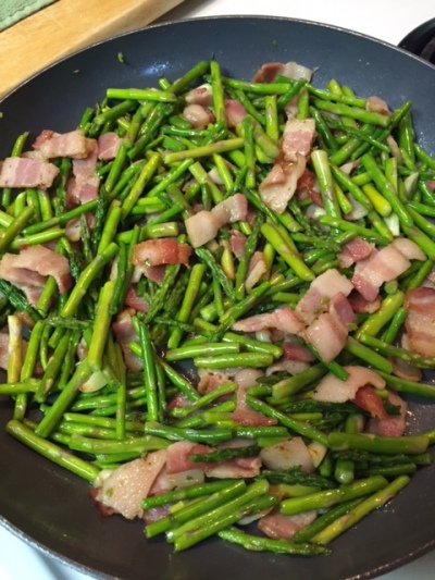 Asparagus with Garlic and Smoked Bacon in a Ceramic Coated Frying Pan