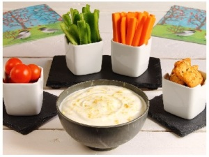 ranch dip with vegtables, tomatoes and crusted bread