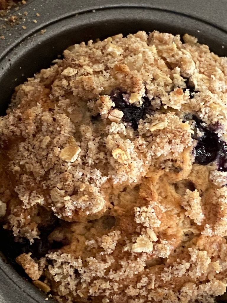 Blueberry muffin with crumbled topping